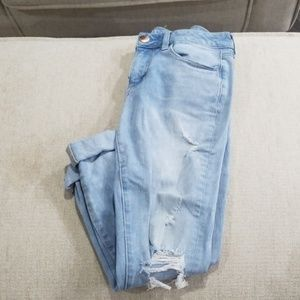 Size 6 light wash America Eagle jeans.